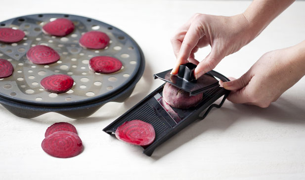slicing-beetroot-for-veggie-chips-step2