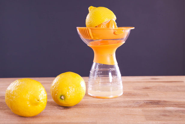how to clean microwave with lemon juice
