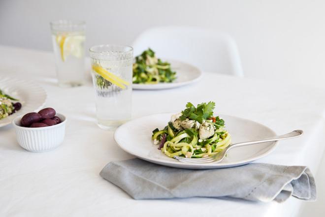 Make a zucchini ribbons with Spirelli