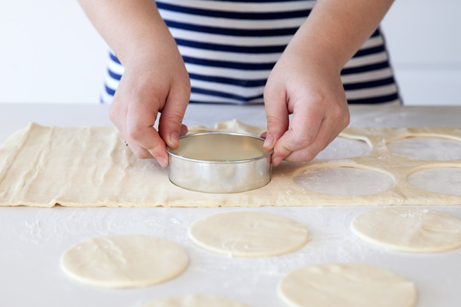 stamping-pastry-rounds