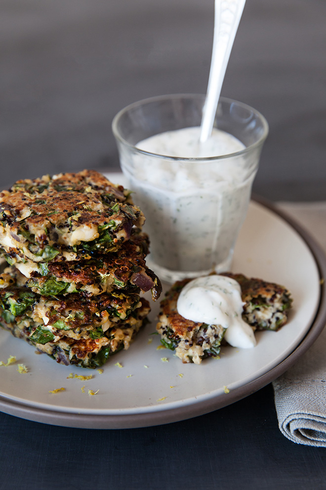 Kale and quinoa cakes with yoghurt dip